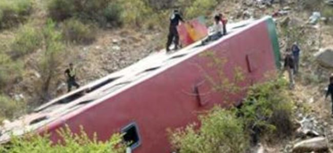 Peru'da otobüs uçuruma yuvarlandı