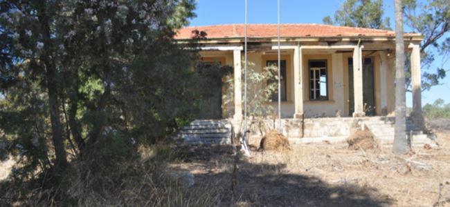 Eski okul binası atıl durumda