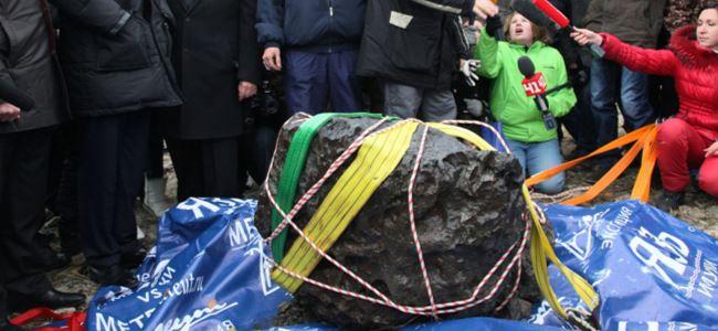 570 kiloluk dev meteor gölden çıkarıldı