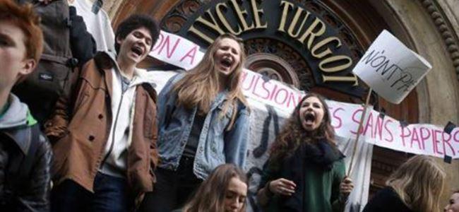 Fransız Liseliler Ayaklandı!