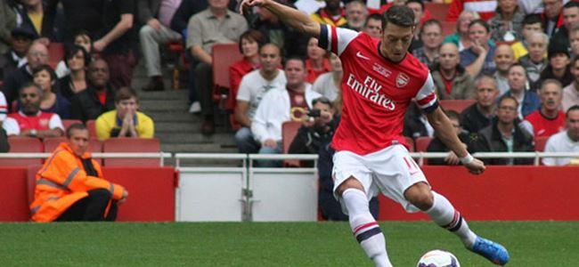 Arsenal'in yıldızı Mesut Özil'in forması satıldı