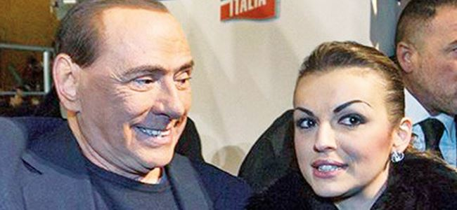 Berlusconi için Papa'ya yalvardı