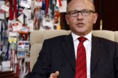 Talat'tan hükümete sert eleştiri