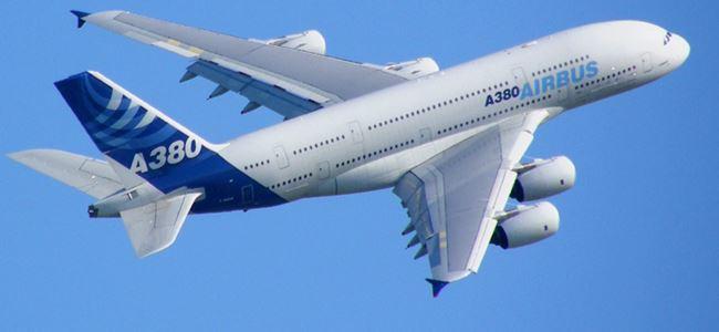 Dünyanın en büyük uçağında panik!