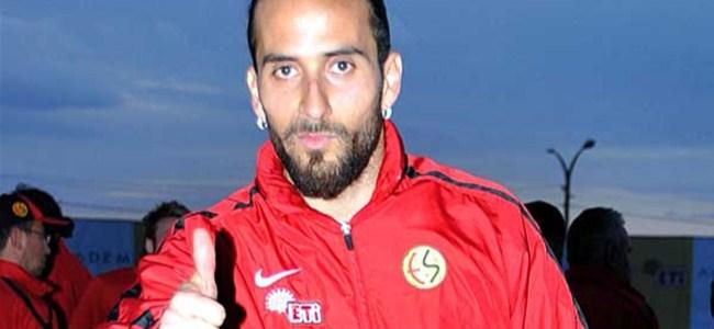 Ünlü futbolcu Türk değilim dedi