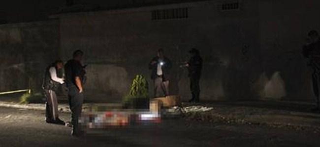 Muhabiri parçalayıp sokağa attılar