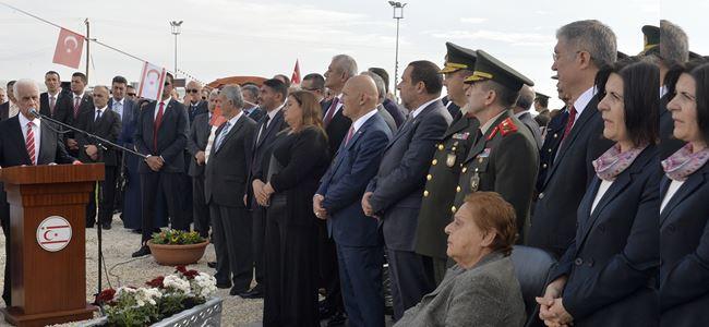 Kurucu Cumhurbaşkanı Denktaş'ın anıtı açıldı