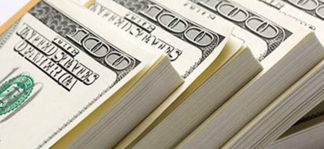 Restoranında 100 bin dolar buldu