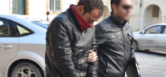 Photo of Uyuşturucuyu ayakkabısına sakladı