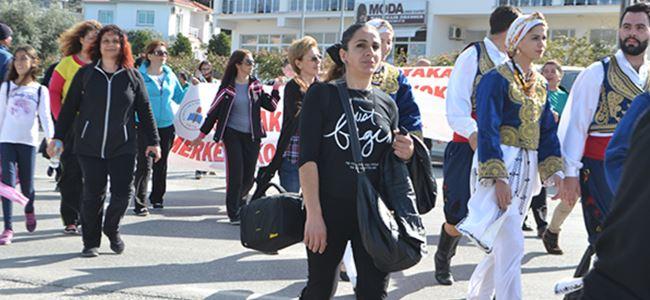 Karşıyaka'da yürüyüş ve şenlik bir arada