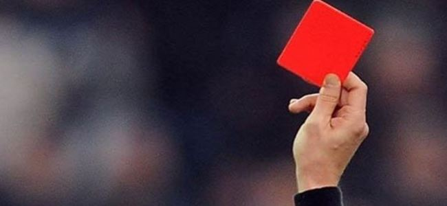 Bir maçta 15 kırmızı kart çıktı