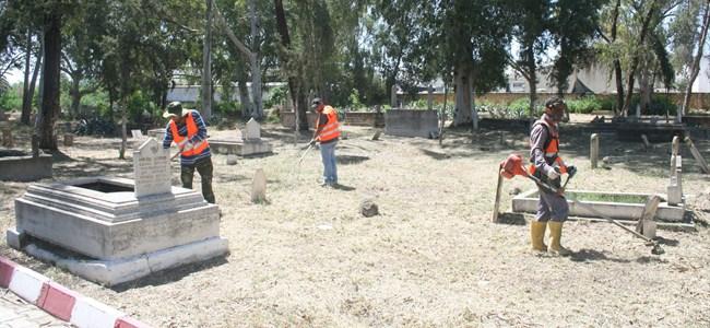 Küçük Kaymaklı mezarlığı temizlendi