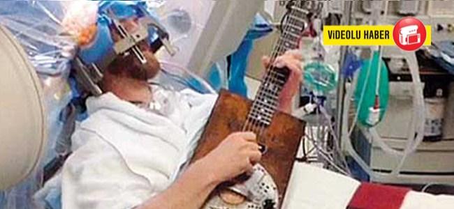 Beyin Ameliyatında Gitar Çaldı