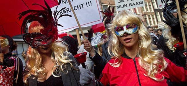 Amsterdam'da seks işçileri protesto düzenledi