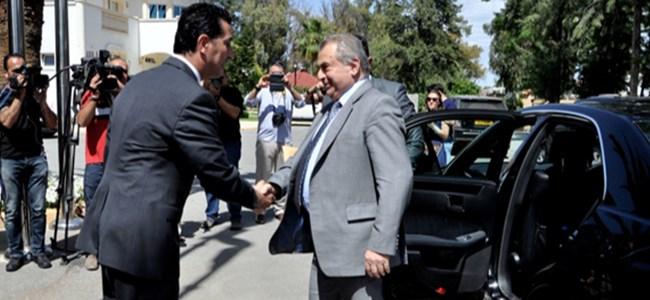 Başbakan Küçük istifasını sundu