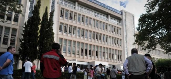 Gazetecilerin Kapatılan ERT`yi İşgal Eylemi Sürüyor