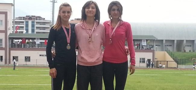 Gençlerden 3 gümüş madalya