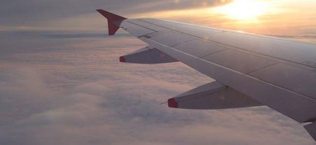 Kendini uçarken tamir eden uçak kanadı