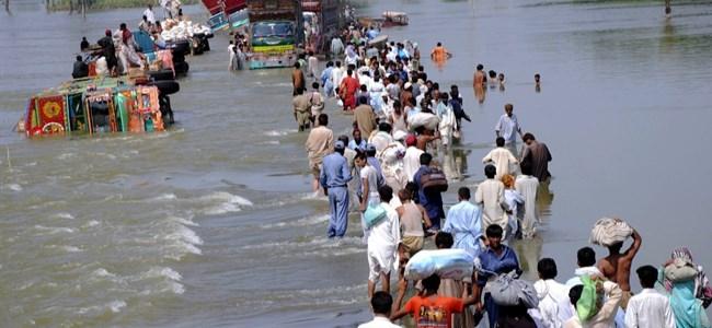 Hindistan'da Sel! 10 Ölü, 50 Kayıp