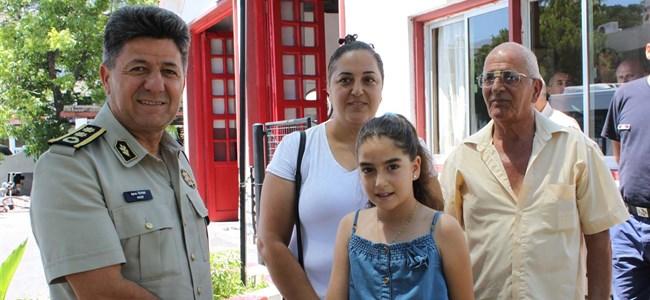 """""""199 İhbar Hattını"""" Arayan 12 Yaşındaki Özlem'e Madalya Veildi"""
