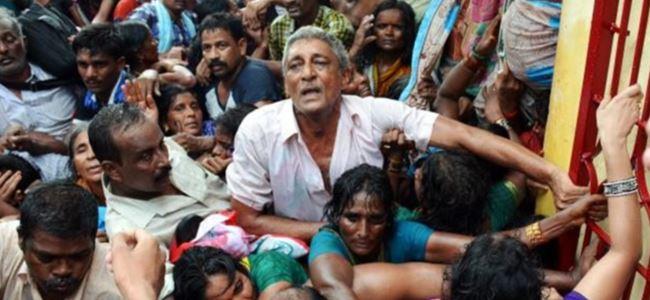 Hindistan'daki festivalde izdiham