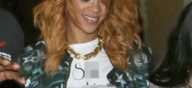 Rihanna'nın Tişörtünde Garip Mesaj