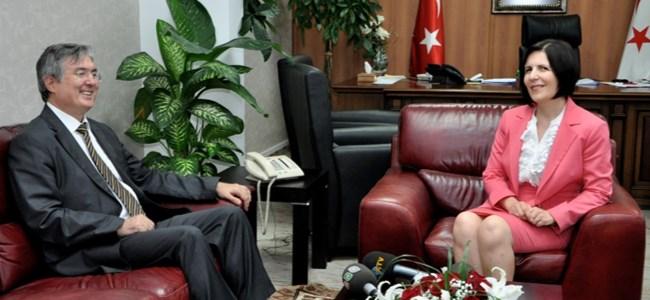 Başbakan Siber Büyükelçi Akça ile görüştü!