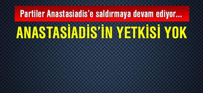Partiler Anastasiadis'e saldırmaya devam ediyor...