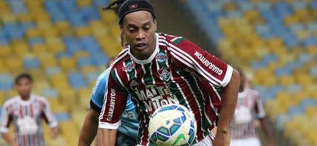 Ronaldinho resmen kulüpsüz!