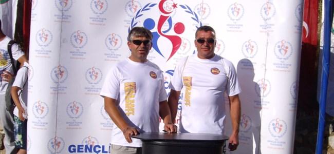 """Yüzücülerimiz Van'da yapılan """"Su Sporları Festivali""""nde yarıştı: Aspava üçüncü, Akkuş dördüncü"""