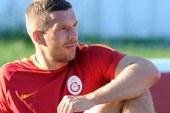 Lukas Podolski gidiyor