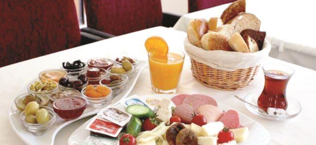 Photo of 'Kahvaltıyı iptal edelim' diyen Doktor Öz uzmanları ikiye böldü
