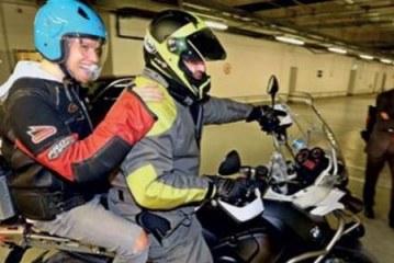 Sinan Akçıl maça yetişmek için motosikletle gitti