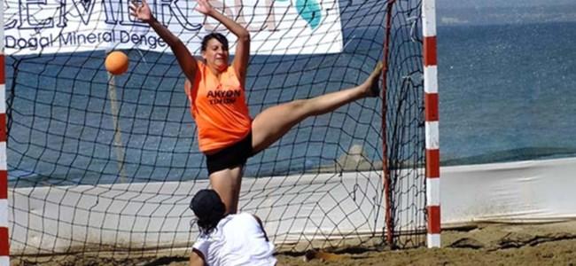 Plajda hentbol heyecanı