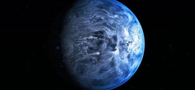 Hubble gözlerini onun üzerine dikti
