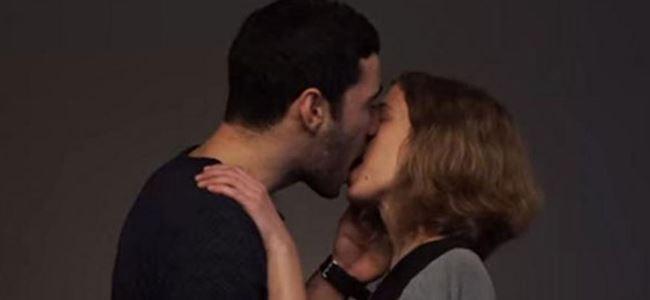 Facebook öpüşmeye izin vermiyor