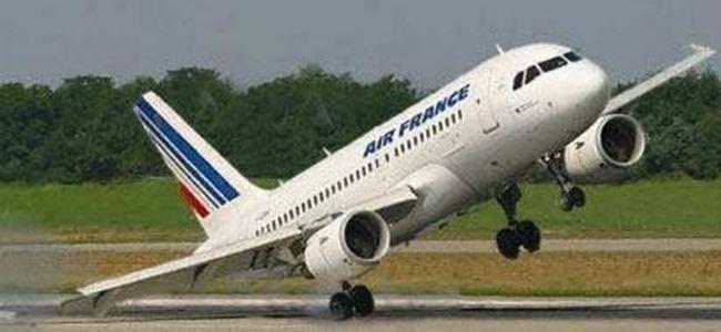 Uçaktan yolcu düştü!