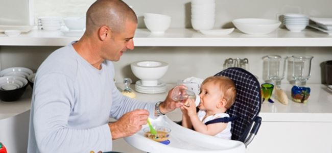 Bebeğe baba bakarsa annenin maaşına yüzde 150 zam