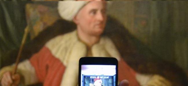 Pera Müzesi'nin ziyaretçileri tablolara dönüşüyor
