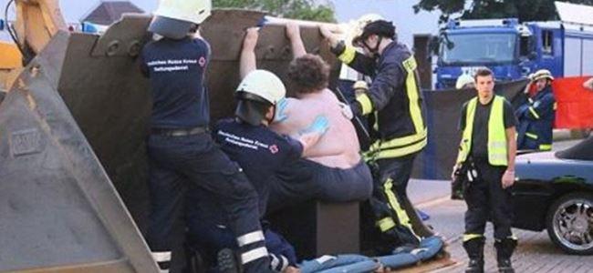 400 kiloluk adam evinden böyle çıkarıldı