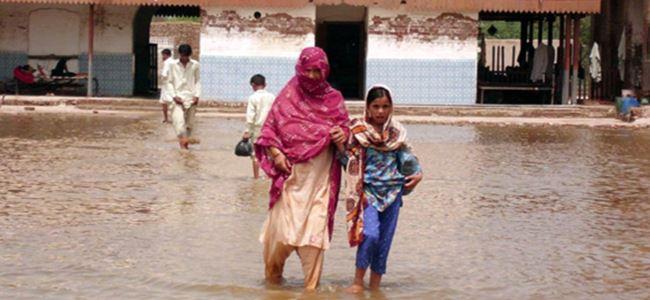 Sel bu kez Pakistan'ı vurdu
