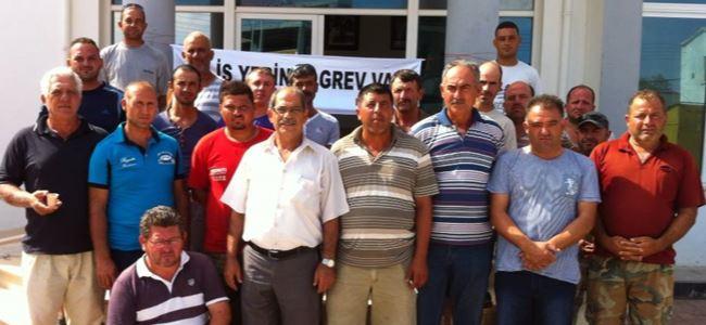 Mehmetçik Belediyesi'nde Oturma Eylemi İkinci Gününde