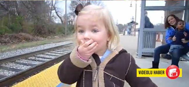 İlk kez tren gören kızın inanılmaz şaşkınlığı!