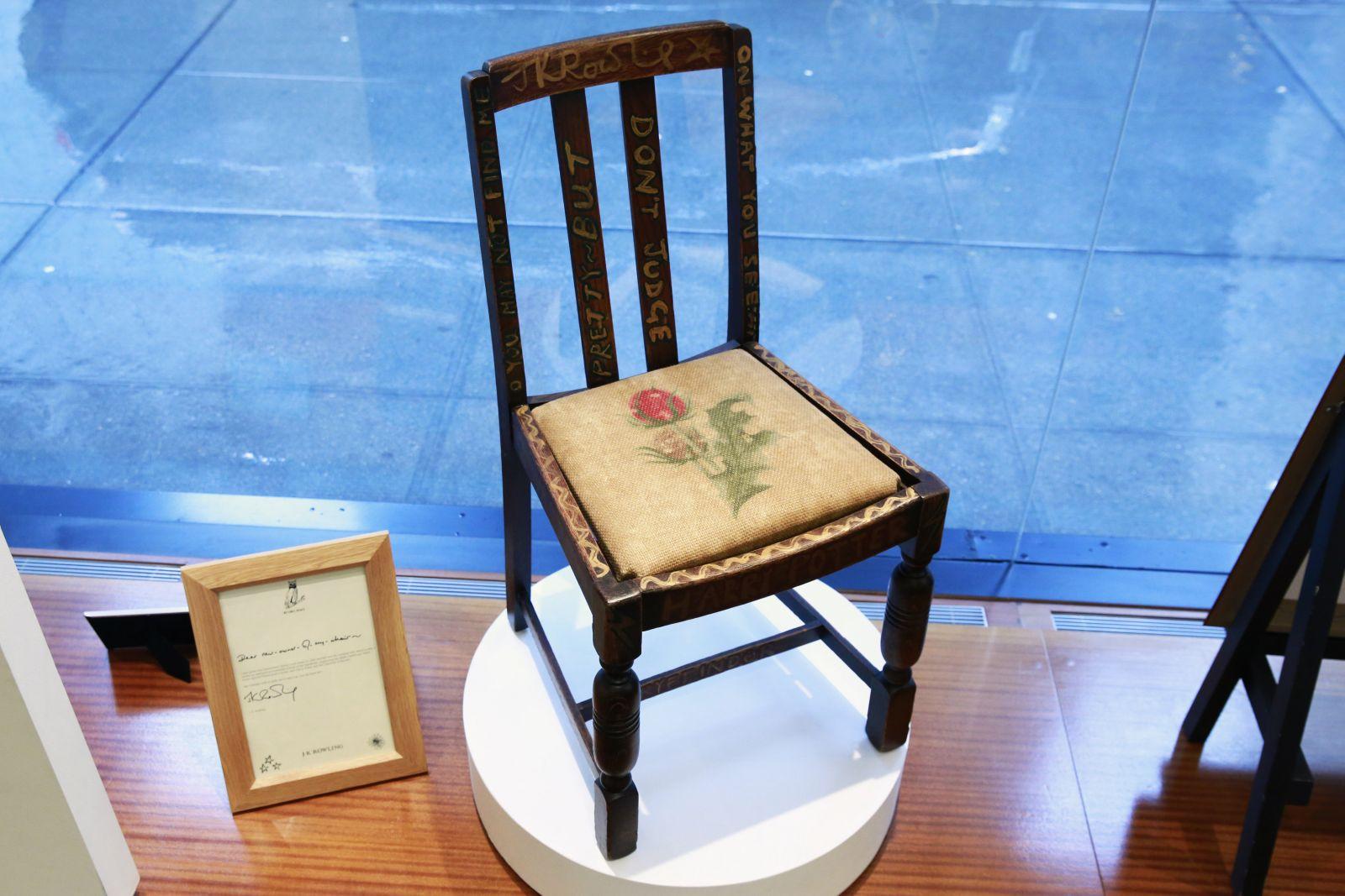Photo of Harry Potter'ın yazıldığı sandalyeye rekor fiyat