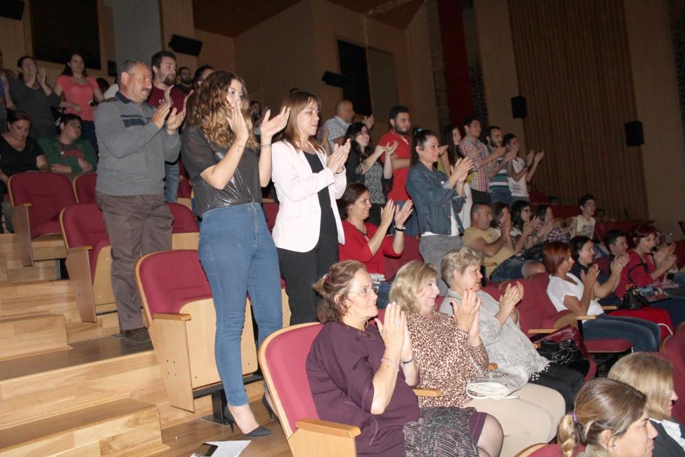 Photo of Kanaviçe, ayakta alkışlandı