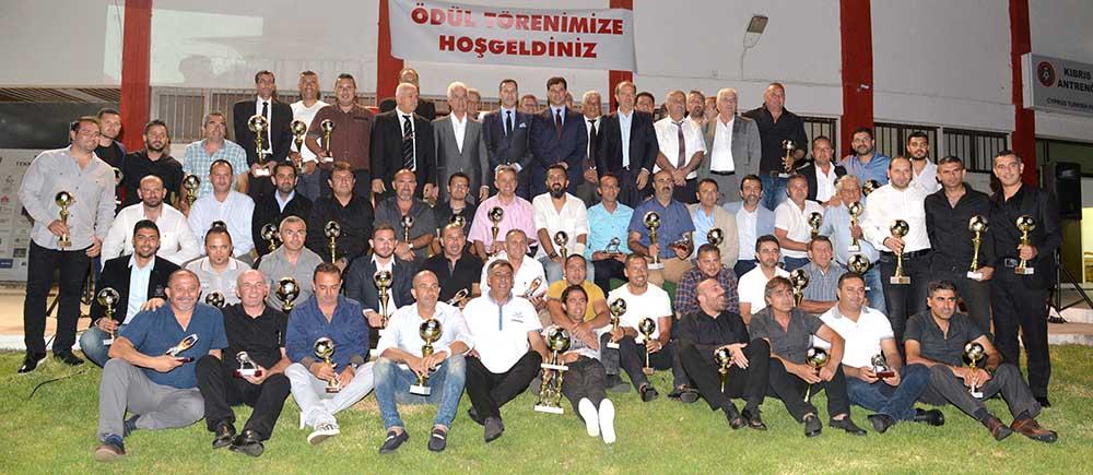 Photo of Başarılı antrenörler ödüllerine kavuştu