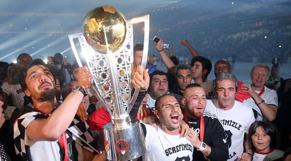 Photo of Beşiktaş kupasına kavuştu