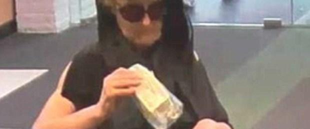 Photo of Yaşlı kadın 21 saatte 3 banka soydu