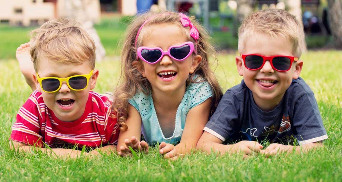 Çocuklara güneş gözlüğü