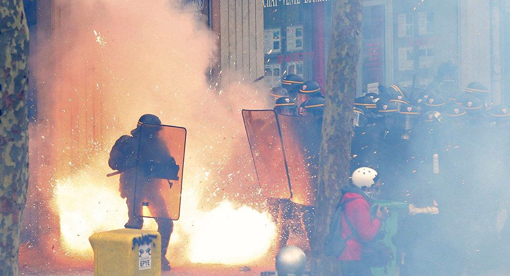 Photo of Fransa'da demiryolu işçileri de greve katılıyor